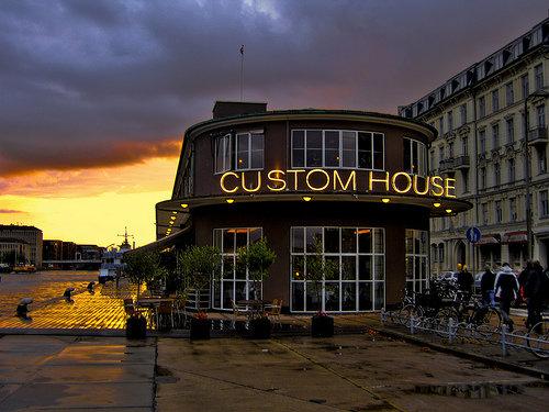 Custom House -- facadebillede --aften