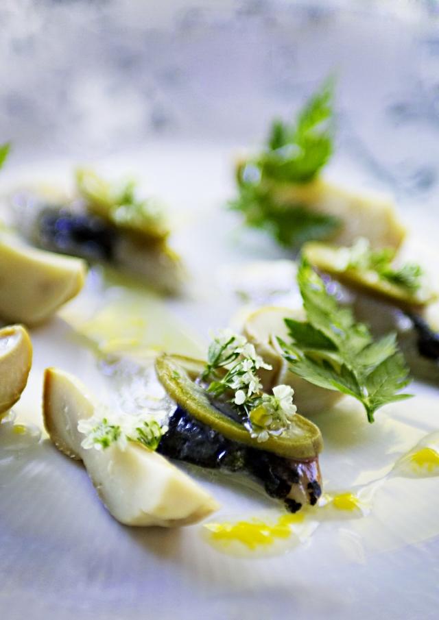 Syltede grønne mandler, karljohan og rå makrel