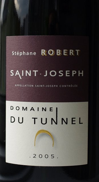 saint_joseph_domaine_du_tunnel_2005_closeup